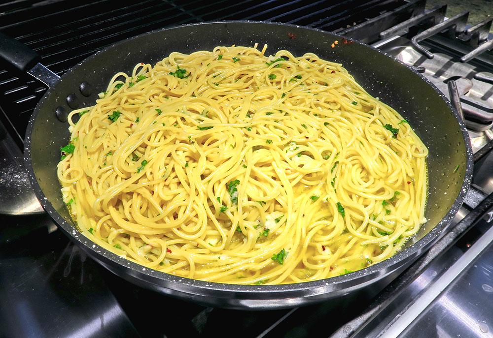 Spaghetti Aglio Blog.jpg