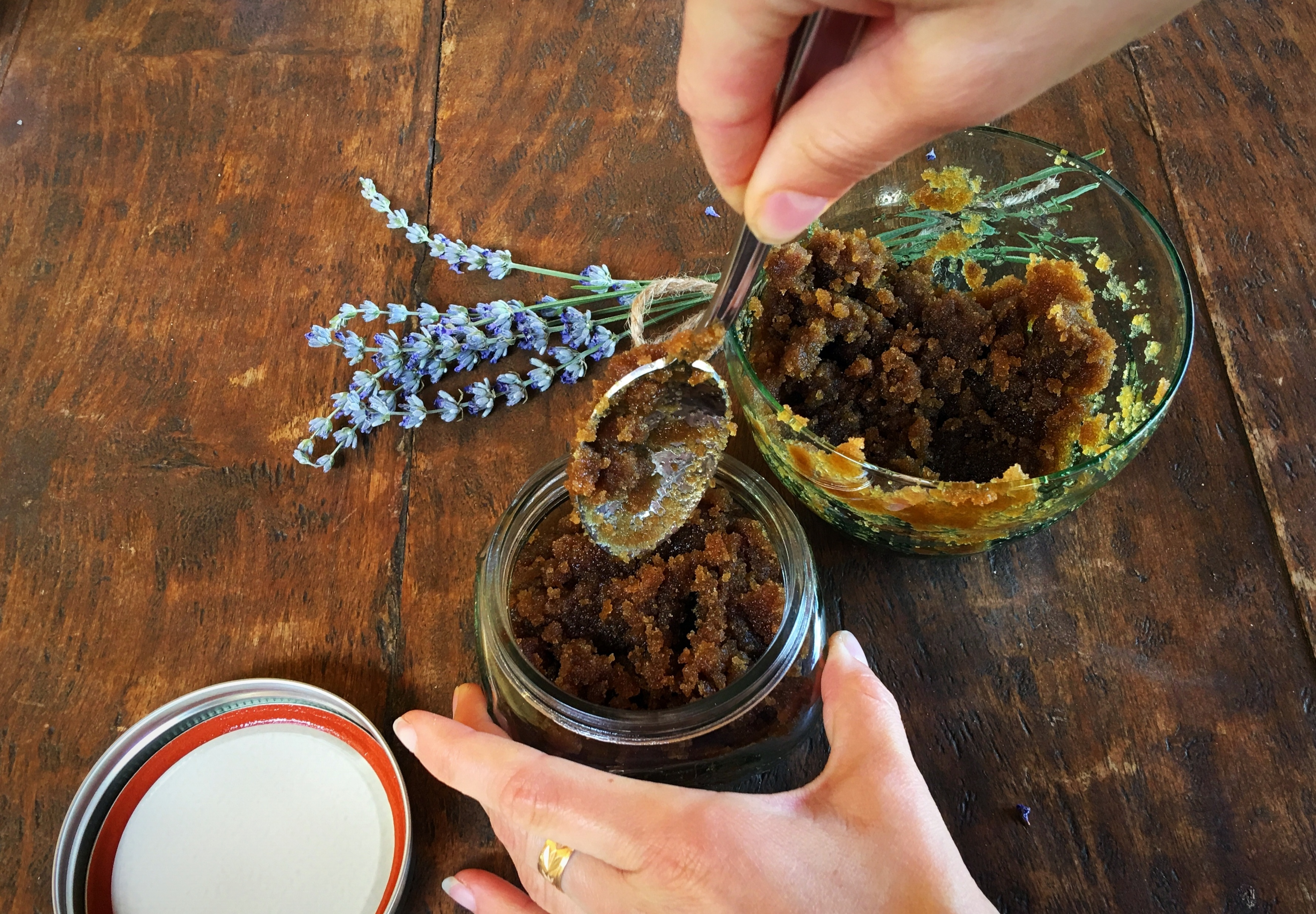 DIY: BROWN SUGAR & OLIVE OIL FACE SCRUB