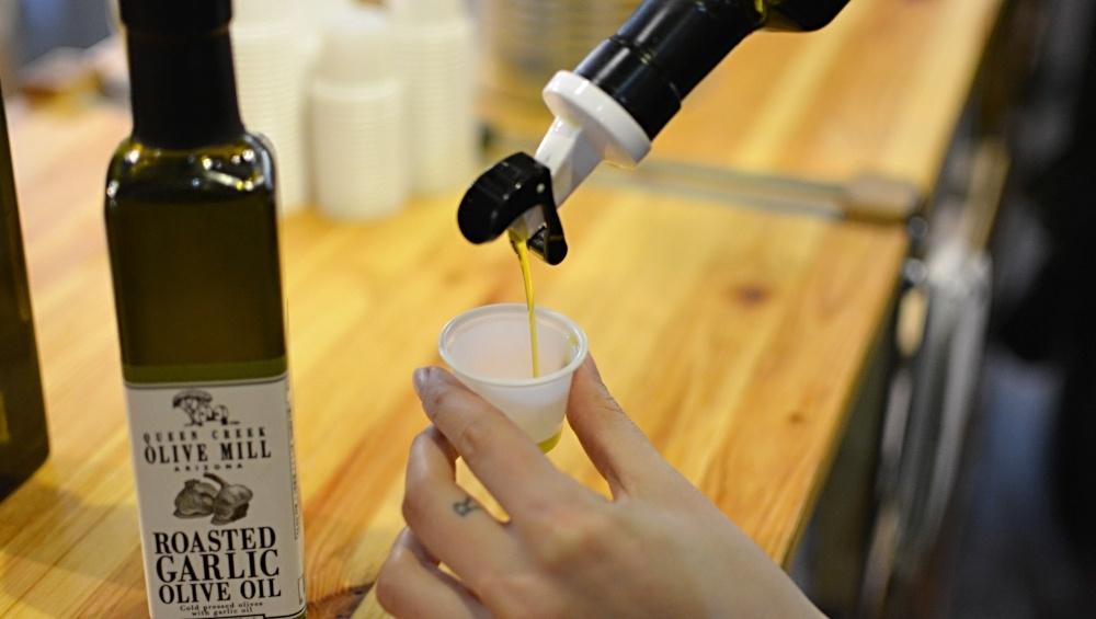 how-to-taste-olive-oil.jpg